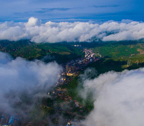 航拍陕西富县:云雾缭绕 美如画卷
