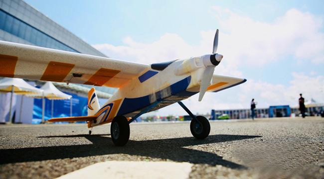 关注2018中国创业创新博览会 实拍新华网无人机飞行表演