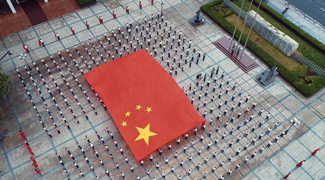 """长庆油田举行""""传递国旗 加油中国""""系列活动"""